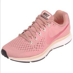 NIKE Womens Air Zoom Pegasus 34 Running Sneakers